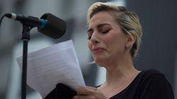 Lady Gaga não segura emoção e chora em homenagem a vítimas de