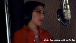 ASSISTA: Filme sobre Amy Winehouse traz cenas da gravação de 'Back to