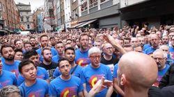 Coral gay de Londres canta em emocionante tributo às vítimas de Orlando