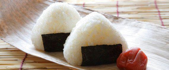 Bebê de bolinho de arroz: o meme mais quente do Japão consiste em amassar as bochechinhas de