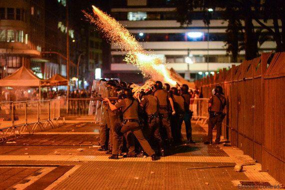 Protesto de estudantes em SP termina com bombas e violência da polícia