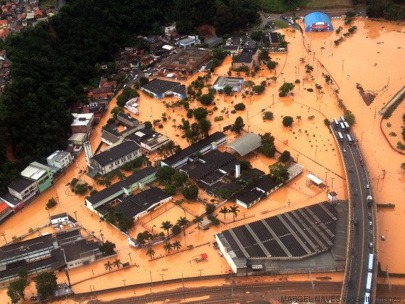 Chuva deixou pelo menos 20 mortos em São Paulo. Corpo de Bombeiros busca por