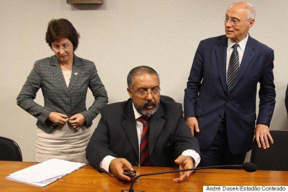 Senador Paulo Paim lamenta rumo do PT e relembra 'traições' da era Collor: 'É algo que existe nestes