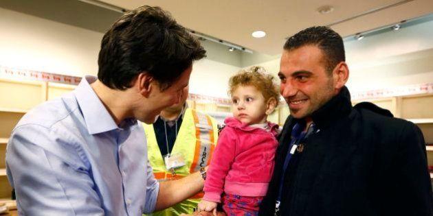 Após meses de promessas, primeiro avião com refugiados sírios chega ao
