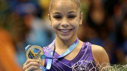 Ela tem 15 anos, 1,33 m e pesa 32 kg. E ganhou o bronze e a torcida no
