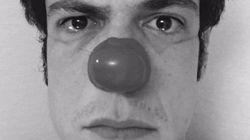 Mateus Solano veste nariz de palhaço e pede providências da Samarco sobre