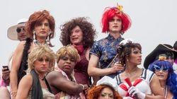 Este livro registra viagens históricas de drag queens MARAVILHOSAS em um