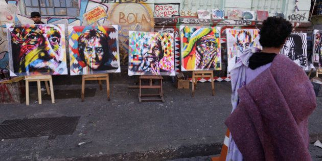 Dependentes químicos ajudam Kobra a pintar painéis na
