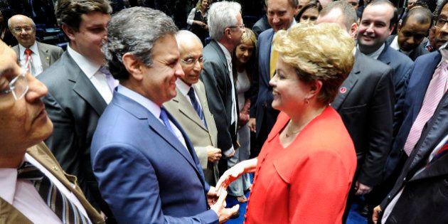 Senador Aécio Neves diz que PSDB e PMDB já conversam sobre futuro sem Dilma no