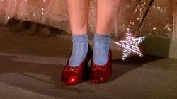 Mulher oferece um milhão de dólares para quem encontrar sapatos de 'O Mágico de
