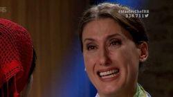 Paola Carosella chora ao ganhar bandeira do Brasil. E a internet chora