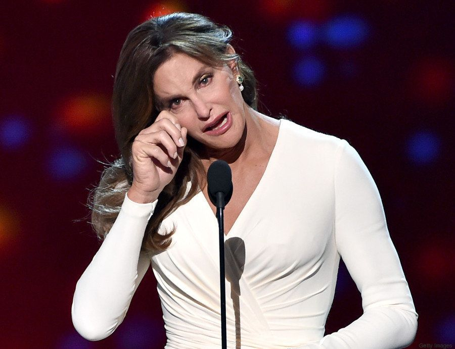 Caitlyn Jenner emociona o ESPY Awards 2015: 'Pessoas trans merecem algo vital. Merecem o seu