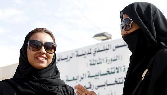 Imagens históricas: Mulheres votam pela primeira vez em eleições na Arábia