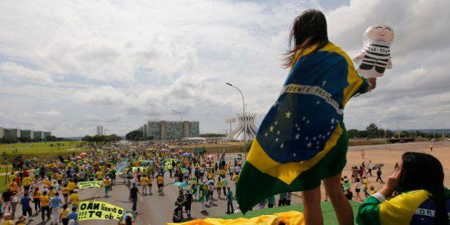 Manifestantes vão às ruas em atos pró-impeachment de Dilma Rousseff