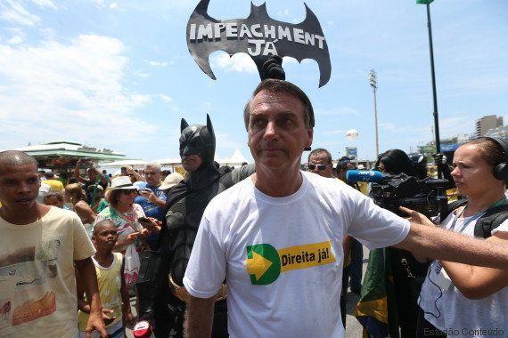 Jair Bolsonaro é recebido como popstar em manifestação pró-impeachment de Dilma Rousseff no Rio de