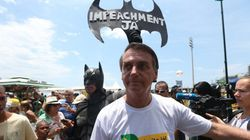 Bolsonaro é recebido como popstar em manifestação pró-impeachment no