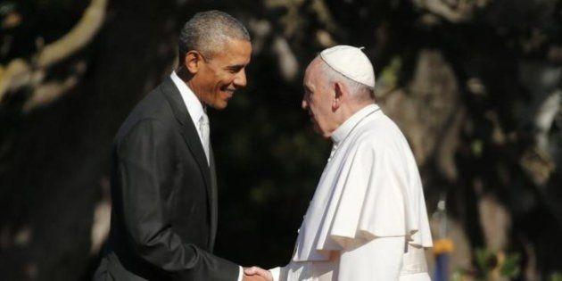 'Como filho de uma família imigrante, estou feliz em ser recebido neste país', diz papa Francisco nos