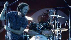 Promessa é dívida! Pearl Jam doa R$ 120 mil para vítimas da tragédia em
