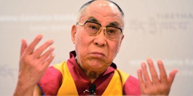 Dalai Lama diz que para uma mulher sucedê-lo, deve ser 'muito atraente'. E não pegou NADA