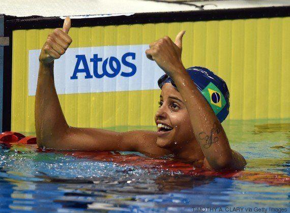 Etiene Medeiros faz história e fatura o primeiro ouro feminino na natação do