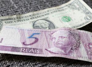 Dólar Comercial Fecha A R 4 13 E Renova Máxima Diante Do Real