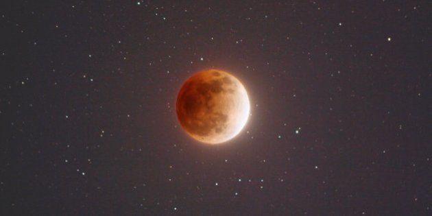 Eclipse total da Lua deste domingo (27) só vai acontecer de novo em