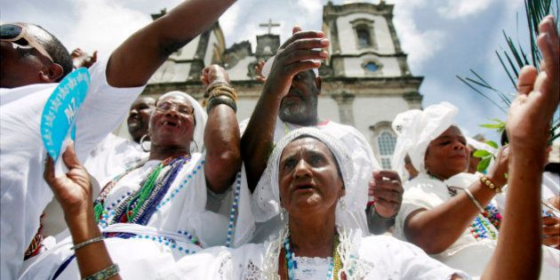 Negros e religiões africanas são os mais discriminados, mostra Disque