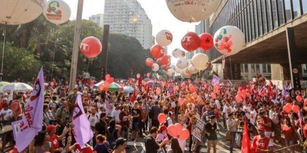 Manifestações pela democracia e por Dilma e Lula acontecem em todos os
