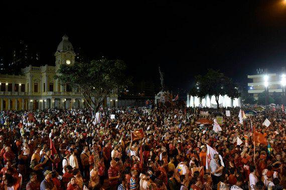 Com Avenida Paulista lotada, Lula diz que voltaria ao governo com 'paz e