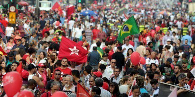 Histeria: Não é pela democracia, é pelo PT e também contra o
