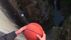 ASSISTA: Entenda por que esta bola de basquete fez uma trajetória