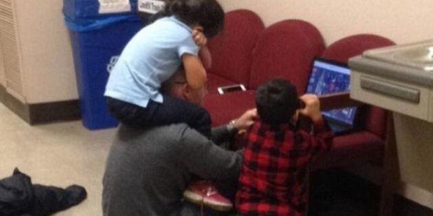 Este professor ajudou a distrair os filhos de aluna para que ela terminasse prova