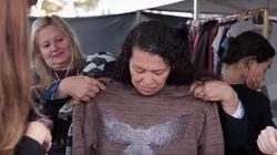 Esta estudante criou uma 'loja de roupas' para moradores de rua em seu