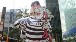 Mesmo furado, MBL lança boneco inflável Raddard, em 'homenagem' a