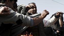 Refugiado coloca fogo no próprio corpo em protesto ao fechamento de