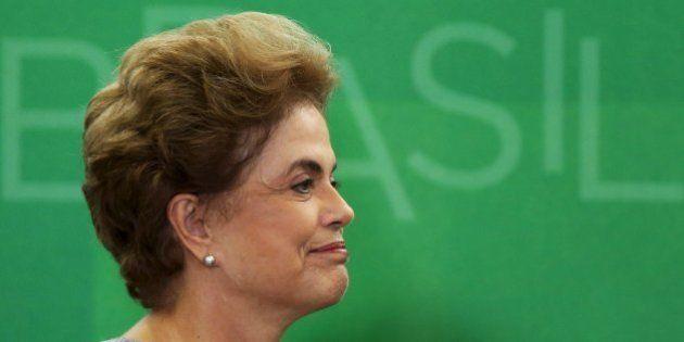 'É um golpe contra a democracia. Jamais renunciarei', diz Dilma após se reunir com juristas contra