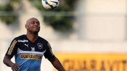 Ex-atacante do Botafogo é preso acusado de dopar e estuprar 4