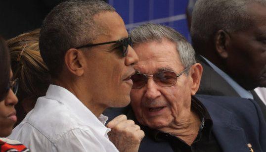 18 imagens históricas: Obama e Raúl Castro 'muy amigos' numa partida de