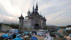 Peças do parque Dismaland, de Banksy, serão doadas para abrigo de refugiados na