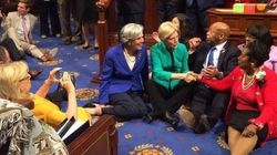 Sentaço: Democratas ocupam chão do Congresso contra legislação pró-arma dos