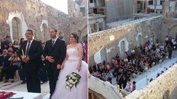 Em plena guerra, casal de refugiados se apaixona e casa em igreja