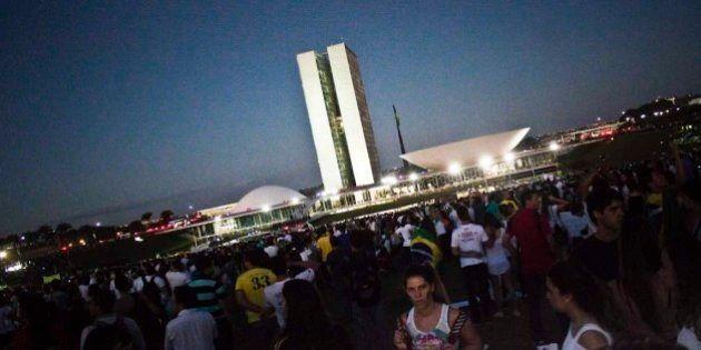 20/06/20133º Ato pelo Passe Livre na capital federal reuniu mais de 100mil manifestantes. Partindo da...