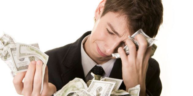 Dólar sobe à máxima em quatro meses, perto de R$3,30, após corte nas metas