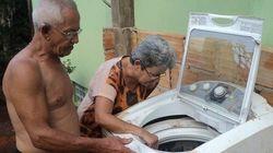 Samarco exige que mulher prove que não pode torcer roupa para repor máquina de