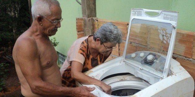 Para repor máquina de lavar, Samarco exige que idosa prove incapacidade de torcer