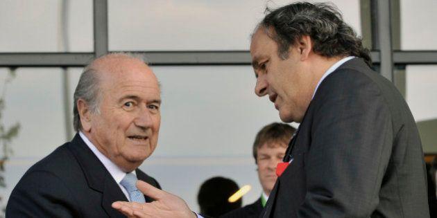 Joseph Blatter e Michel Platini são suspensos do futebol pela Fifa por oito