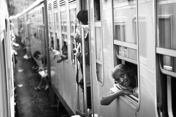 De trem pelo interior do Sri Lanka