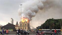 Incêndio destrói parte do Museu da Língua Portuguesa; Brigadista