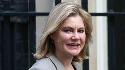 Ministra britânica revela que é gay em sua conta no
