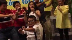 Este garotinho tem a elegância e o suingue na dança que você nunca vai
